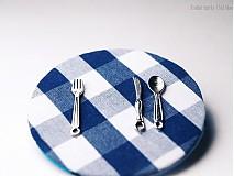 Odznaky/Brošne - Textilná brošňa - čo bude dnes na obed? - 3752602_