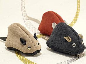 Peňaženky - Kožená myška jako klíčenka,dět.peněženka - 4149693_