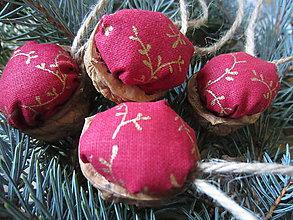 Dekorácie - vianočné oriešky - 4873653_