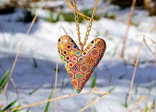 Náhrdelníky - náhrdelník z farbičiek - srdce s prierezom - 5275338_