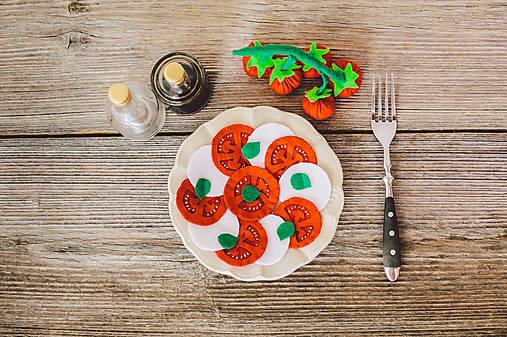 Mozzarela s rajčinami z filcu