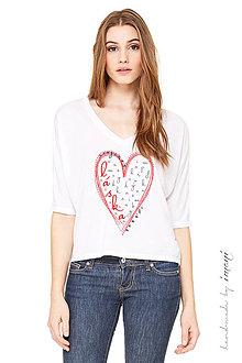 Tričká - Dámske krátke tričko oversized V-výstrihABECEDA LÁSKY - 5531291_