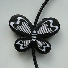 Korálky - Plast motýľ 21x29mm-čierna-1ks - 5547105_