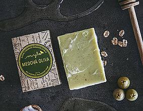 Drogéria - Pílingové mydlo s medom, vanilkou, ovsenými vločkami a drvenými olivovými kôstkami \