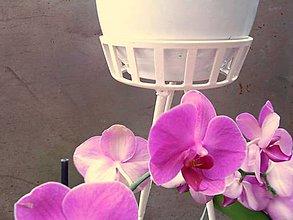 Dekorácie - Kvetinový stolík. Biely - 5739581_