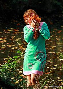 Šaty - Šaty úpletové s ozdobnými gombíkmi, farbené a maľované MONETKY - 5887277_