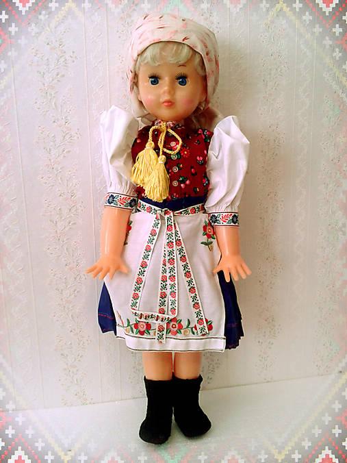 Krojová bábika, bábika v kroji, ľudové kroje, ľudové ozdoby, folkové bábiky, východňár, slovenský folklór, slovensko je krásne, šitý kroj, postavička, dekoratívna bábika
