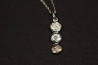 Náhrdelníky - DOMINO - prívesok trojka pod sebou zlatý - 5965046_