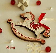 Dekorácie - Vianočná ozdoba Koník vlnkovaný - 6021616_