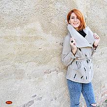 Kabáty - prodloužený podzimní kabát se stojáčkem a aplikací - 6038870_