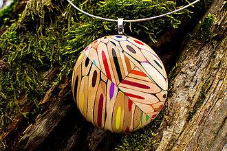 Náhrdelníky - Kruhový prívesok z farbičiek - 6053049_