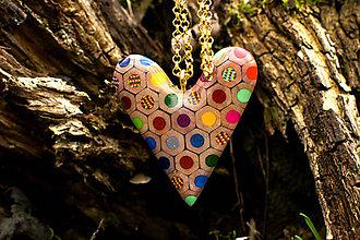 Náhrdelníky - Prívesok srdce z jumbo a magic farbičiek - 6053063_