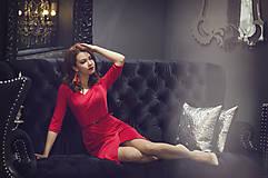 Šaty - Červené úpletové šaty s rásporkom - 6088992_