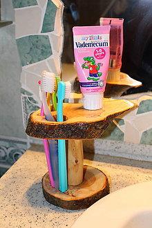 Pomôcky - Drevený stojan na ústnu hygienu :-) - 6440172_