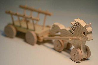 Hračky - Klub Detskej Nádeje: Drevený koník s vozíkom - 6469378_