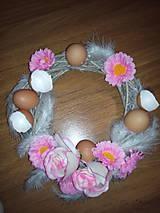 Dekorácie - Veľkonočný veniec na dvere s ružovými kvetmi a škrupinami II. - 6499869_