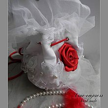 Kabelky - Biela pompadurka s červenou ružou - 6653580_