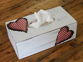 Krabičky - Maľovaná krabička na vreckovky Srdiečková - 6729746_