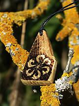Náhrdelníky - Jablonická svarga - drevený prívesok (agát) - 6761325_