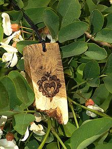 Náhrdelníky - Ľudové srdce - drevený prívesok (agát) - 6830992_