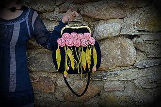 Kabelky - Kabelka taká klasika...čierna s ružovými ružami - 6839186_