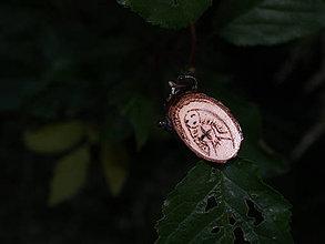 Náhrdelníky - Živa - drevený prívesok (breza) - 6853121_