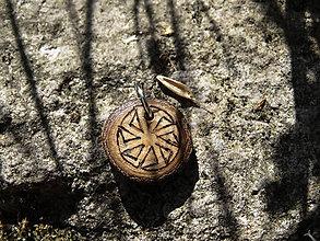 Náhrdelníky - Kolovrat - maličký drevený prívesok - 6867128_