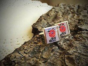 Šperky - Manžetky štvorčekové s folklórnym kvietkom v červenej farbe - 6881658_
