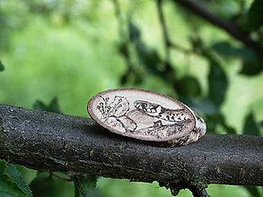 Odznaky/Brošne - Užovka obojková - drevená brošnička (breza) - 6896362_