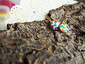 Náušnice - Malinké náušničky s farebným vzorom - 6905606_
